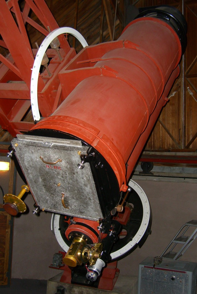 Il telescopio dell'Osservatorio Lowell con cui fu scoperto Plutone. Credit: Pretzelpaws, CC BY-SA 3.0 via Wikimedia Commons