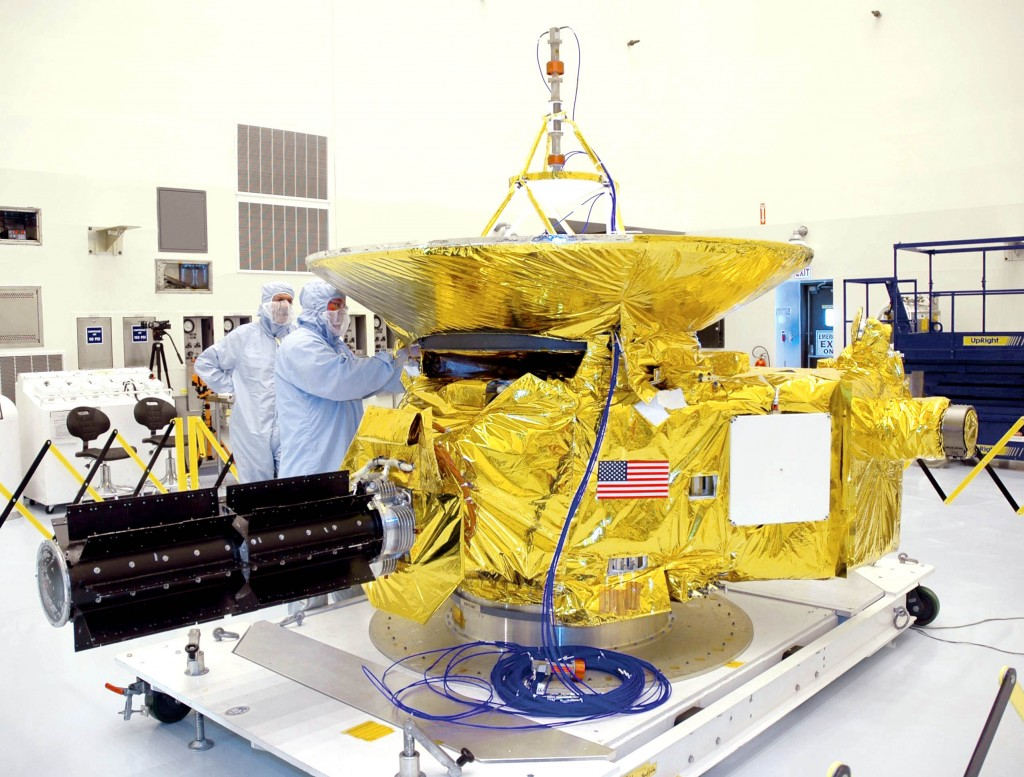 La sonda New Horizons viene al Kennedy Space Center durante la preparazione al lancio. Credit: NASA