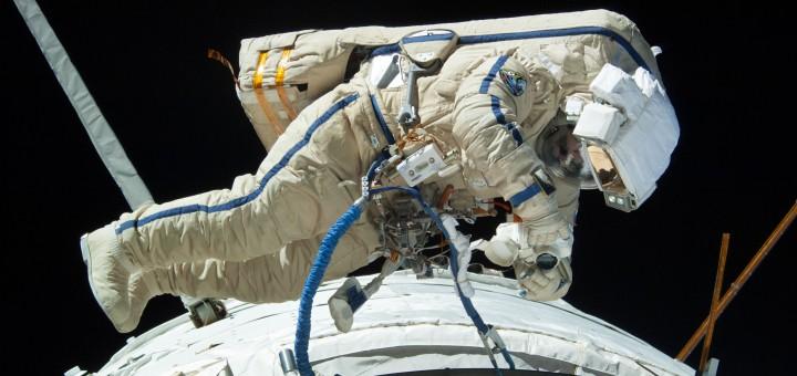Il cosmonauta Alexander Misurkin nella EVA del 22 agosto 2013 della Expedition 36. Credit: NASA