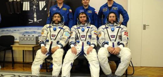 L'equipaggio primario e di backup della Soyuz TMA-18M a Baikonur. Credit: Roscosmos