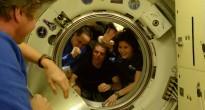 Samantha Cristoforetti e l'equipaggio della Soyuz TMA-15M salutano gli astronauti sulla ISS prima della partenza. Credit: ESA/NASA