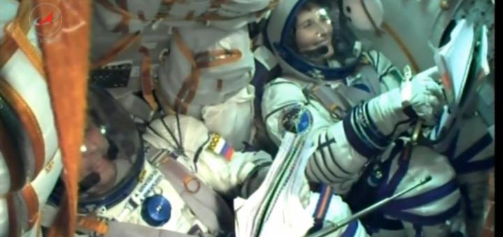 Samantha Cristoforetti nella Soyuz TMA-15M durante il lancio. Credit: Roscosmos/NASA TV