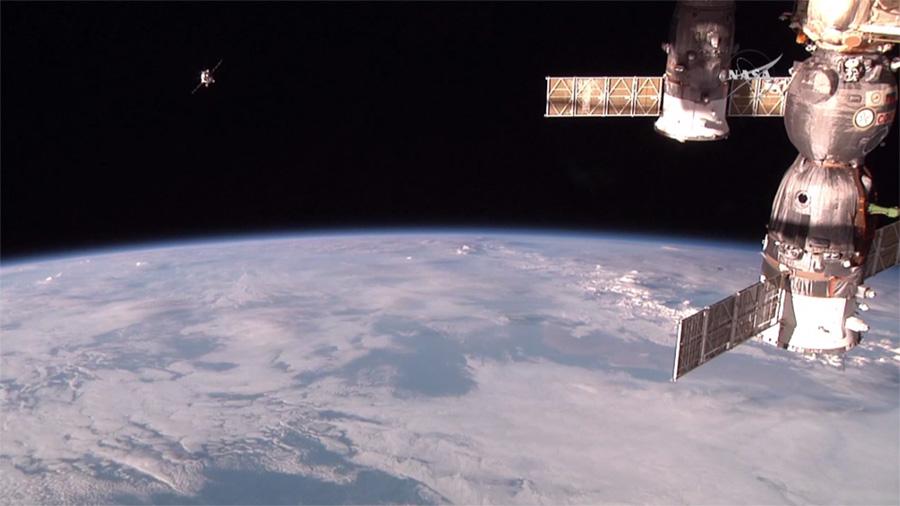 La Progress M-29M ripresa da una delle telecamere HD dell'ISS (NASA TV).