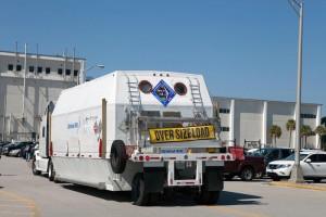 Il modulo di servizio di Cygnus per la missione di rifornimento OA-4 arriva al Kennedy Space Center. Credit: Orbital ATK