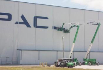 Il logo di SpaceX sull'HIF al pad 39A del KSC. Credits: SpaceX