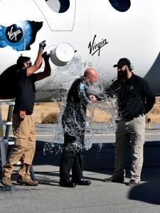 """Il """"battesimo"""" dopo il primo volo su WhiteKnightTwo"""