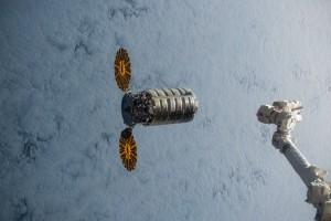 Il cargo Cygnus in avvicinamento alla ISS Credits: NASA