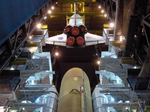 Lo shuttle Endeavour viene agganciato all'external tank nella High Bay 3 del VAB prima della missione STS-124. Credit: NASA