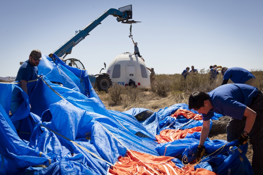 Recupero della capsula dopo l'atterraggio. Credit: Blue Origin