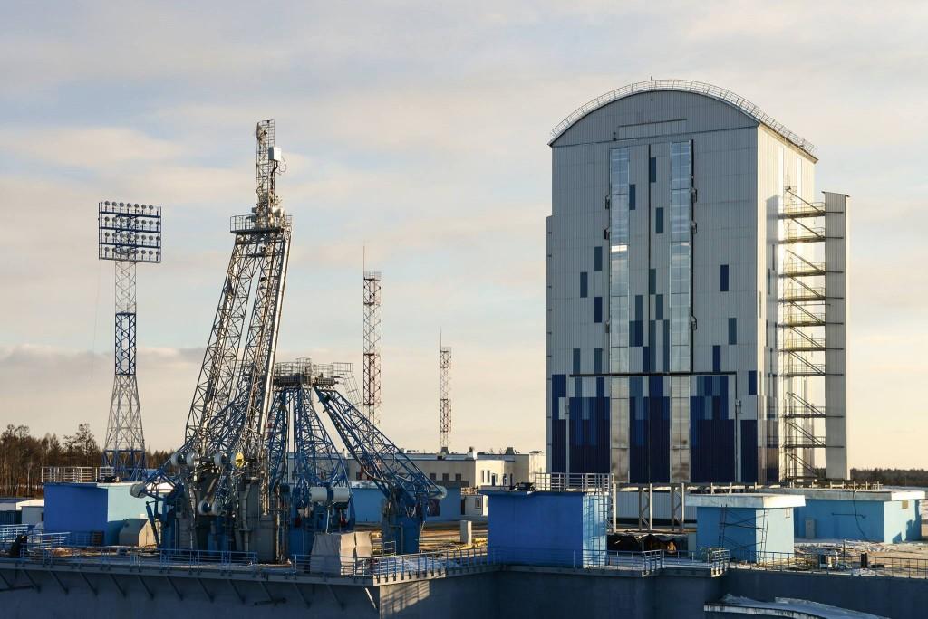 La piattaforma di lancio e la torre di servizio mobile. Credit: Roscosmos