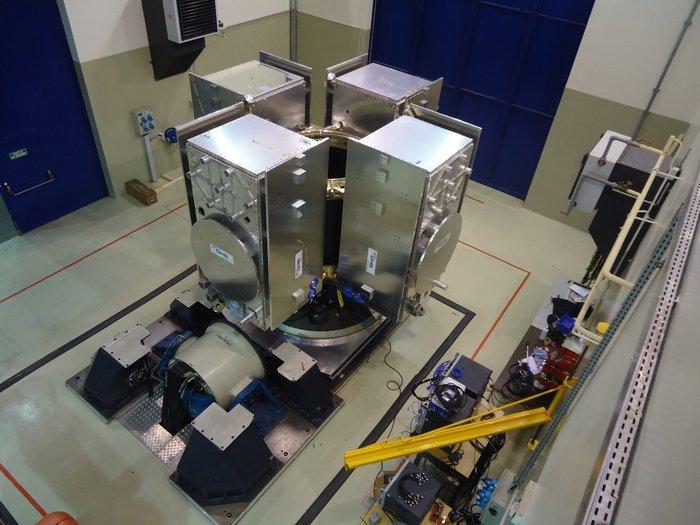 Test del supporto per Ariane 5 con i modelli di quattro satelliti Galileo. Credit: ESA