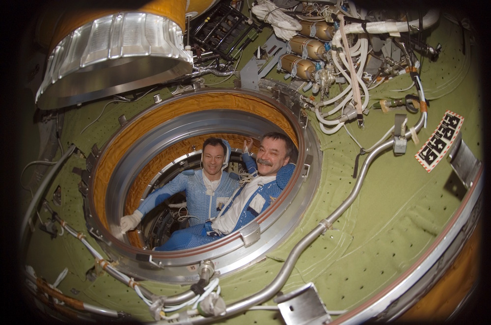 Michael_E._Lopez-Alegria_and_Mikhail_Tyurin_in_the_International_Space_Station_Pirs_Docking_Compartment
