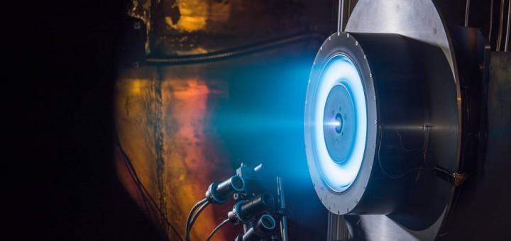 Un prototipo da 13 kw di motore a effetto Hall durante un test presso il Glenn Research Center di Cleveland. Credit: NASA