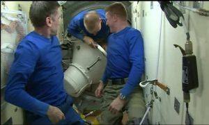 Kopra, Malenchenko e Peake lasciano la ISS - (C) NASA Tv