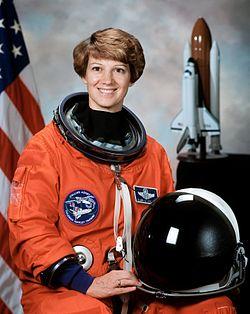 250px-Commander_Eileen_Collins_-_GPN-2000-001177