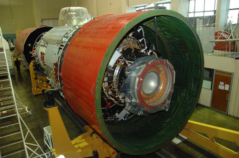 MLM ai tempi del suo completamento nel 2012. Protetta dall'anello rosso la porta di collegamento del modulo a Zvezda. Credit: Energia.