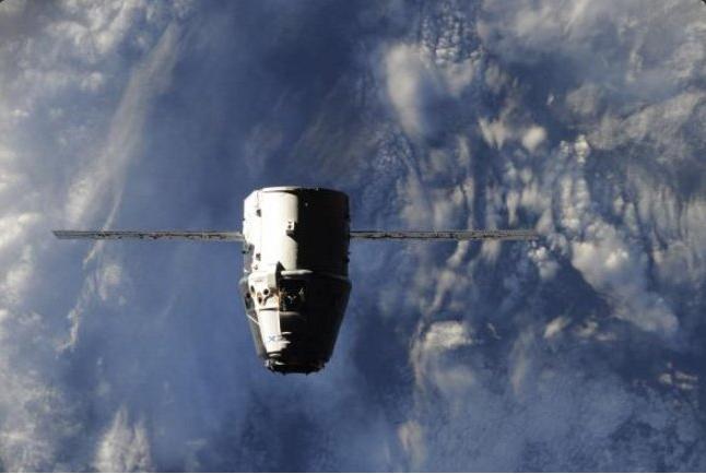 Dragon CRS9 20.07.2016 / © Roscosmos - Oleg Skripochka - Fonte: https://twitter.com/NASASpaceflight/status/755706236012724224