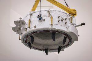 IDA-2 mentre viene stivato nel trunk di Dragon CRS-9. Credit: NASA