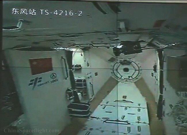 Un'immagine dall'interno del modulo Tiangong-2 dopo il lancio