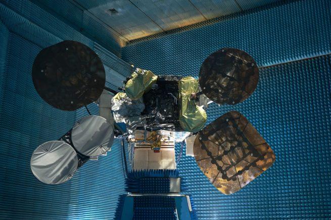 Il Satellite AMOS-6 durante i test finali. Creditt Amos-Spacecom (C)