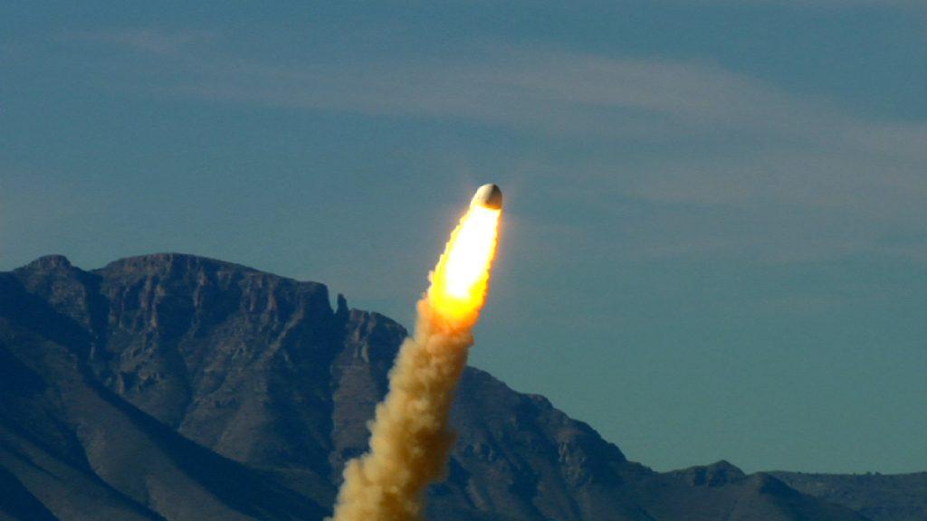 La crew capsule durante il Pad abort test del 19 ottobre 2012 (Credit: Blue Origin)
