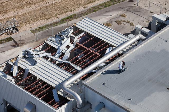 Tetto smantellato in un edifico del Kennedy Space Center (C) NASA