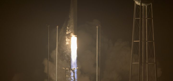 Il decollo del razzo Antares 230 con a bordo Cygnus CRS-5 per la missione OA-5 Credit: NASA/Bill Ingalls
