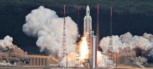 Il razzo vettore Ariane 5 durante il lancio dei satelliti Galileo 15-18 (C) ESA