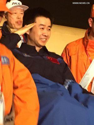 Chen Dong, meno marziale del compagno, ha lasciato spesso trapelare tutto il suo entusiasmo per la sua prima esperienza nello spazio. Credit: Xinhua
