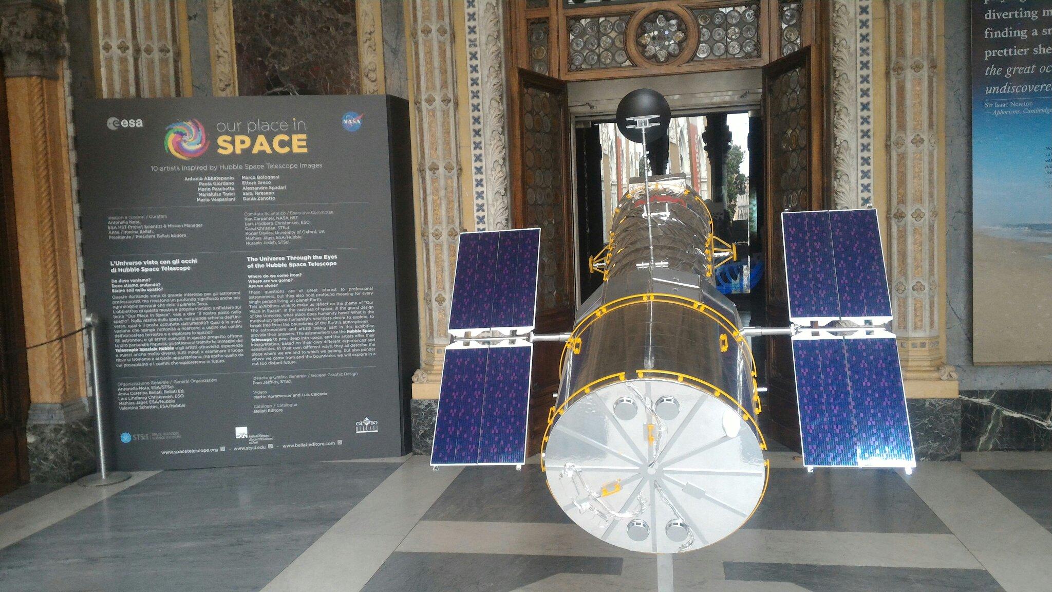 Modellino di Hubble