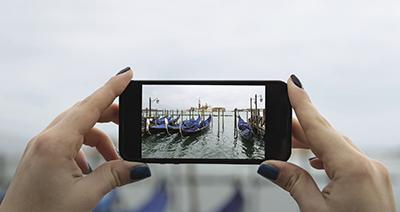 Le fotocamere degli smartphone sono state l'elemento trainante per la produzione in massa dei sensori Active Pixel Sensors (APS). Fonte: NASA