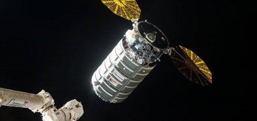 4 giugno 2017, la Cygnus OA-7 lascia la ISS