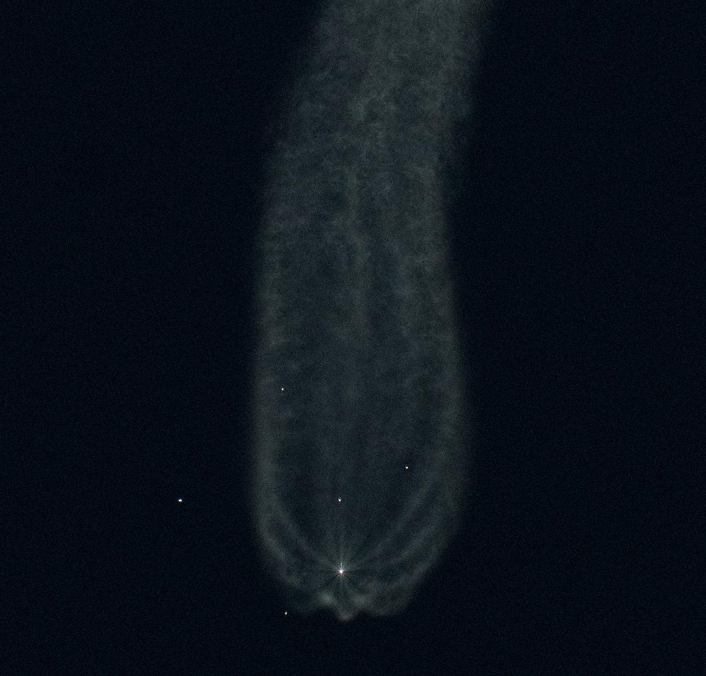 Separazione dei quattro booster laterali. Credits: NASA HQ