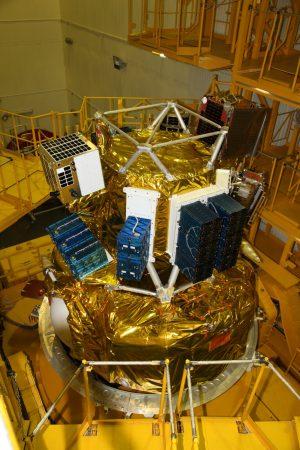 Il modulo Fregat il truss, su cui sono stati installati i microsatelliti e i deployer dei cubesat. Credit: Roscosmos