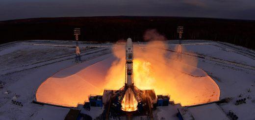 Il momento del decollo del razzo Soyuz con a bordo il satellite Meteor M2-1. Credits: TASS, Yuri Smitiuk