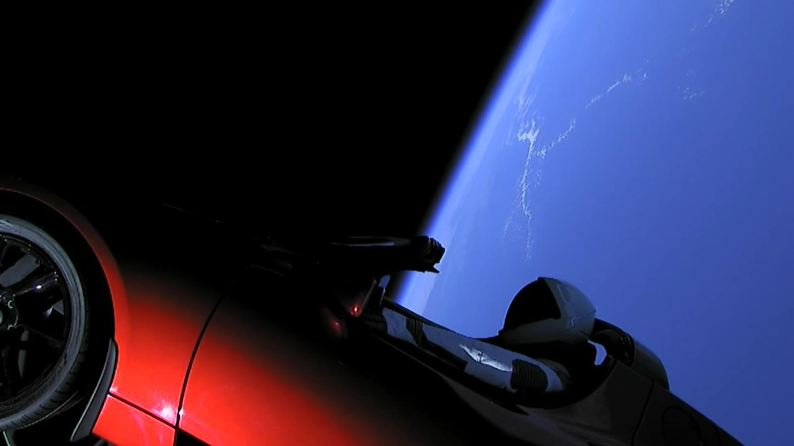 Ma ... nessuno che parla del Falcon Heavy? FH-Starman-3