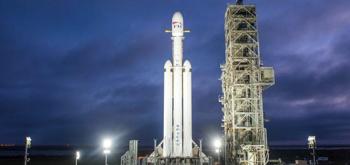 Il razzo Falcon Heavy sulla rampa di lancio LC39-A di Cape Canaveral. (C) SpaceX