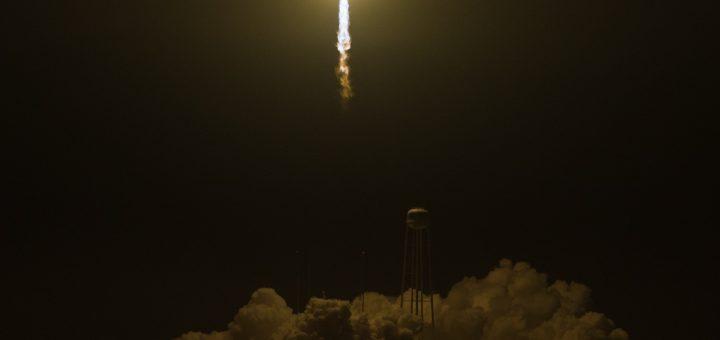 Il lancio di Cygnus dal Pad-0A di Wallops con un razzo Antares di Orbital ATK il 21 maggio 2018 Credit: (NASA/Aubrey Gemignani)