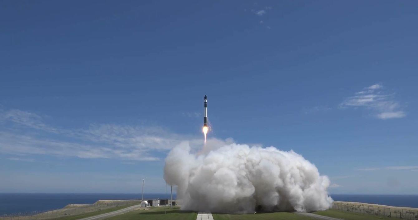 Il lancio del razzo Electron della missione It's Business Time. Credit: Rocket Lab
