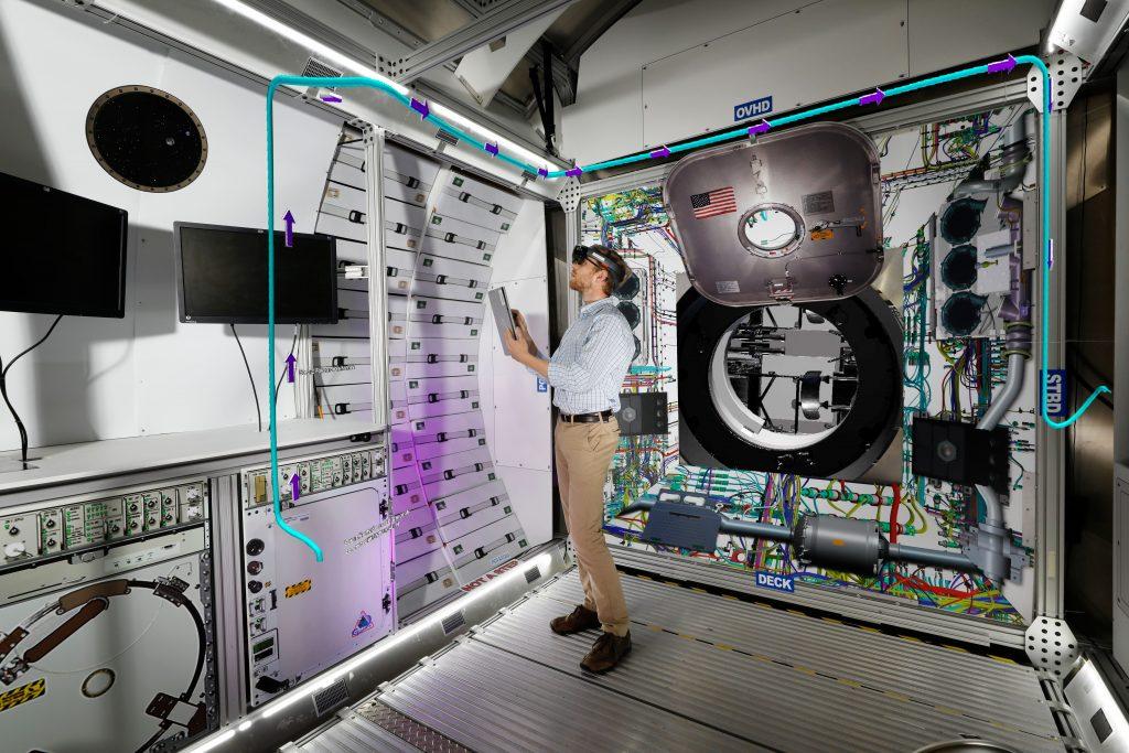 Esempio degli strumenti di realtà aumentata usati in HGTA Credits: Lockheed Martin