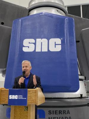 Steve Lindsey davanti al modulo Shooting Star. Credit: Amy Thompson/Space.com