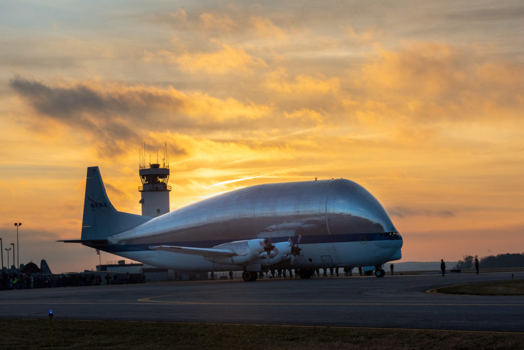 Il Super Guppy con a bordo Artemis 1 è appena atterrato in Ohio. Credits: NASA/Bidget Caswell