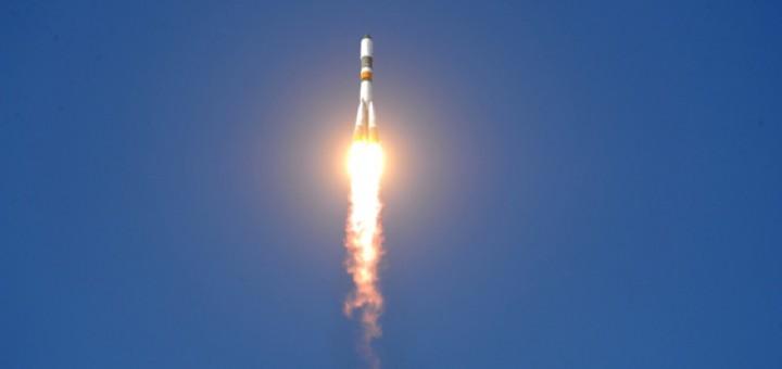 soyuz-u-launch-blue-sky
