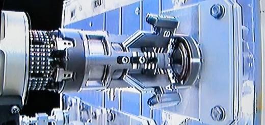 Dextre aggancia un coperchio di RMM in un test del 22/06/2012
