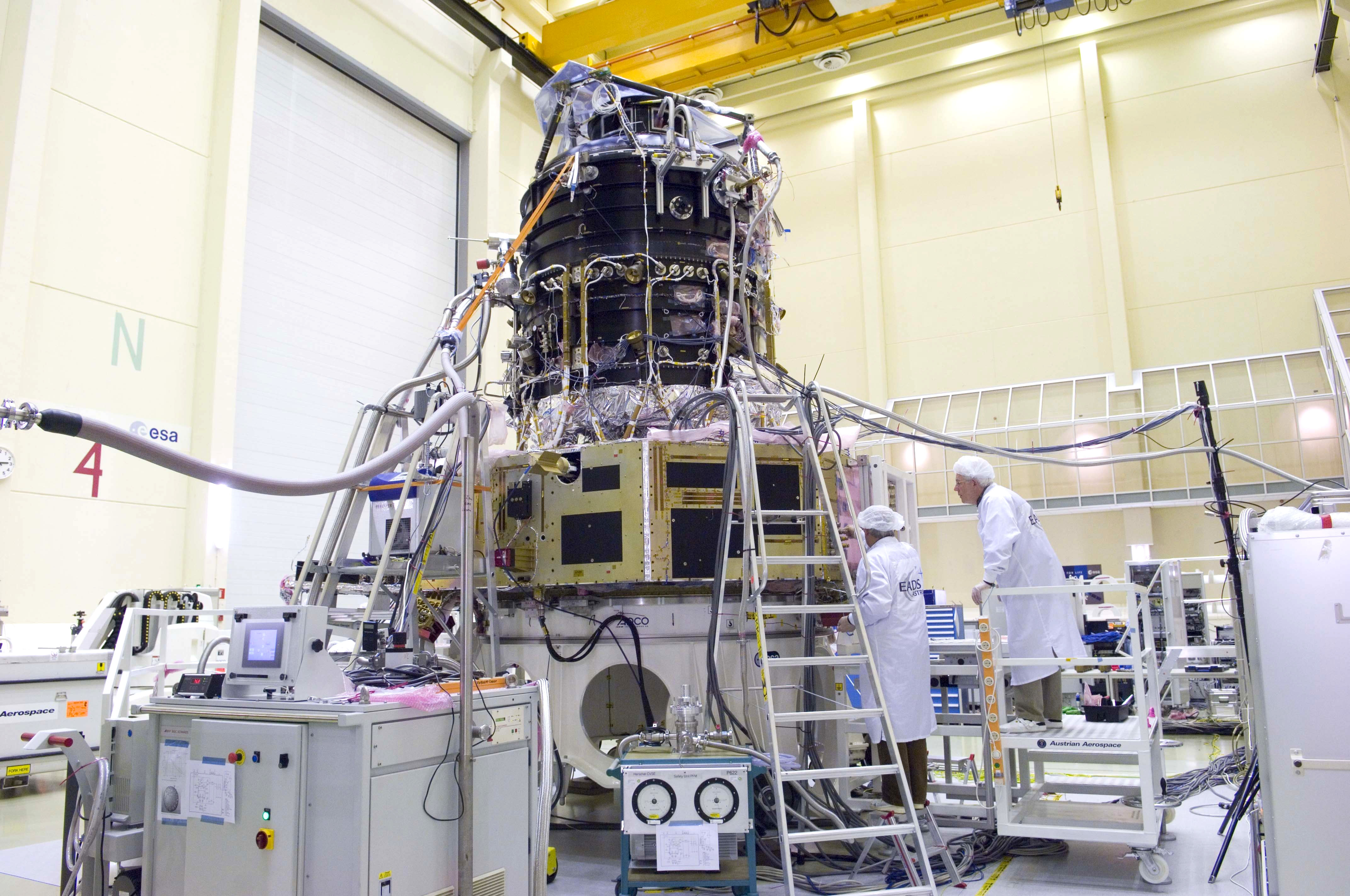 Herschel cryostat cool-down setup
