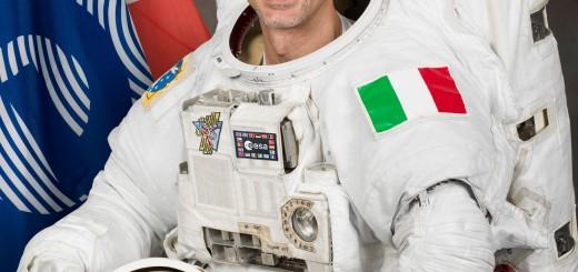Luca Parmitano con la tuta EMU con cui effettuerà la sua EVA. (c) NASA