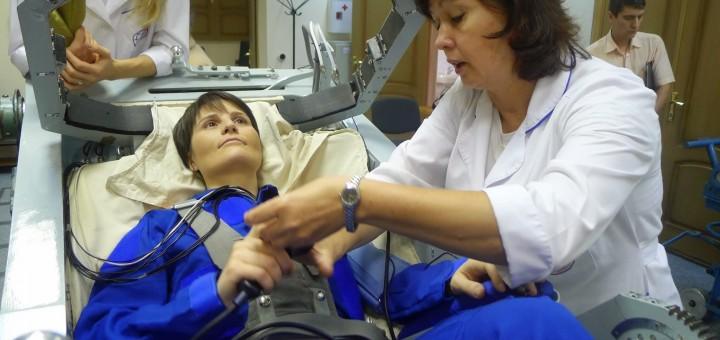 Samantha Cristoforetti prima di una sessione a 8G nella centrifuga di Star City. Fonte: Gagarin Cosmonaut Training Center