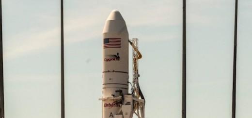 Il razzo Antares con la capsula Cygnus sulla rampa di lancio.  Credit: Orbital.