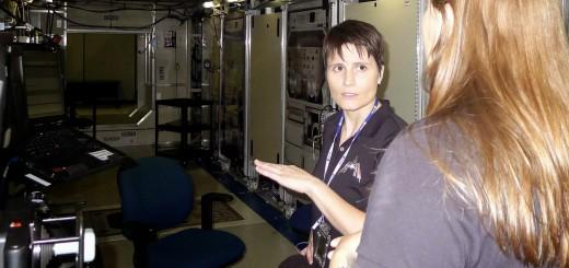Samantha Cristoforetti in un simulatore a bassa fedeltà del laboratorio Destiny della ISS al JSC. Fonte: Samantha Cristoforetti