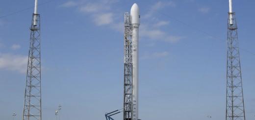 Il vettore Falcon 9 con il satellite SES-8 prima del secondo tentativo di lancio. Credit: SpaceX.